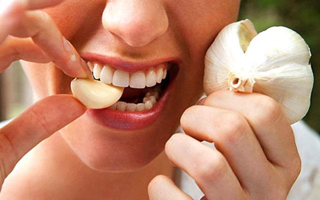 Что эффективнее при простуде лук или чеснок