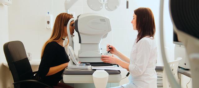Офтальмолог и окулист: в чем разница и что общего
