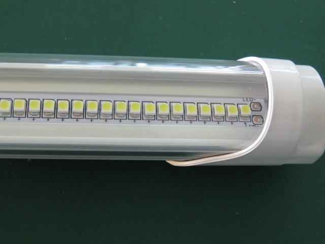 В чем разница между люминесцентным светодиодными лампы?