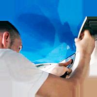 Что лучше выбрать потолочную плитку или натяжной потолок