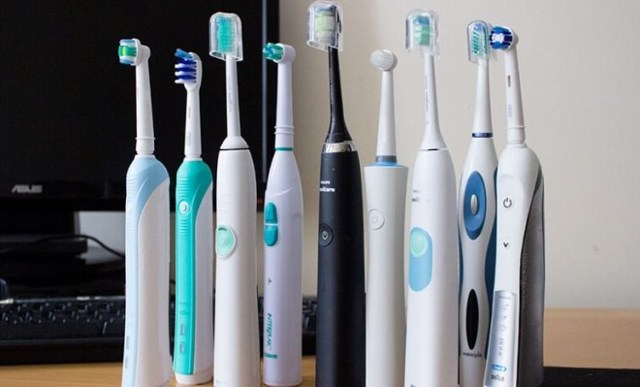 Какую зубную щетку лучше купить обычную или электрическую