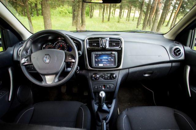 Какой автомобиль лучше купить volkswagen polo или renault sandero