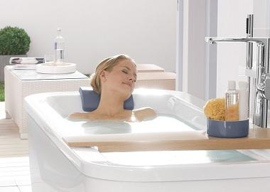 Чем акриловая вставка отличается от наливной ванны и что лучше?
