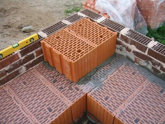 В чем разница между керамические блоками и газобетоном и что лучше