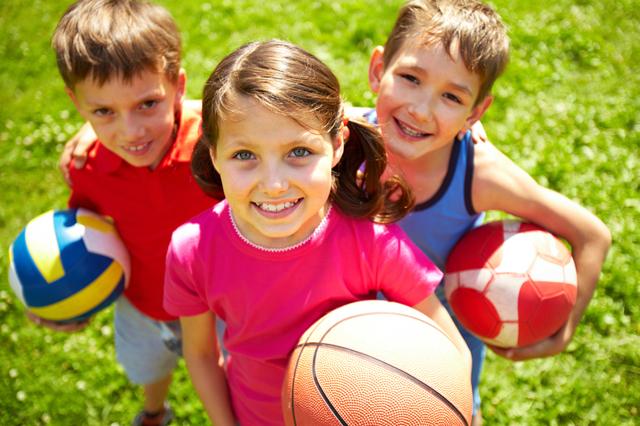 Какой вид спорта лучше футбол или волейбол и куда отдать ребенка?